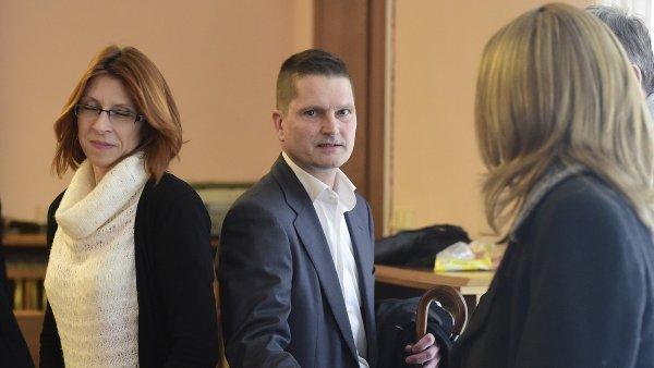 Ob�alovan� v kauze Key Investment: zleva Kl�ra Fenstererov�, Daniel Brzkovsk� a Alena �torkanov�.