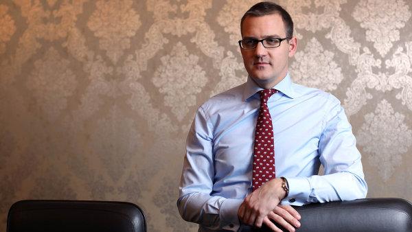 Dra��� dluh: Daniel K�et�nsk� mus� po��tat s�t�m, �e p�i p��t� emisi dluhopis� bude z�ejm� investor�m platit v�c.