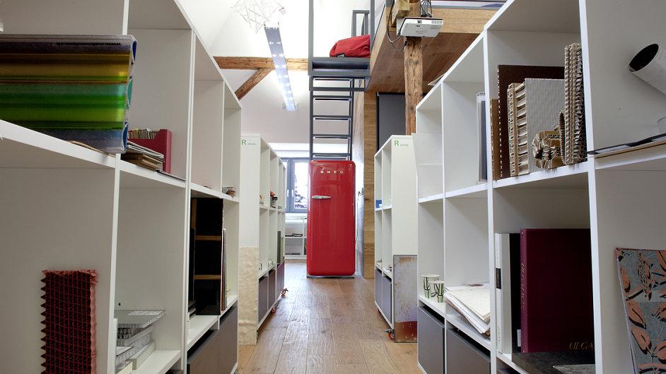 Pražská knihovna materiálů oslovuje kreativní sféru lidí: architekty, řemeslníky i studenty.