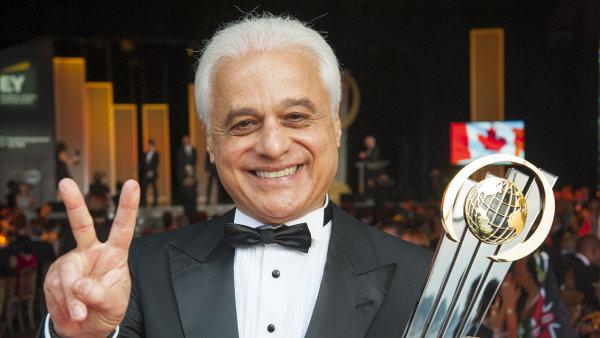Zakladatel festivalu Rock in Rio Roberto Media na slavnostním vyhlášení soutěže EY Světový podnikatel roku 2016.