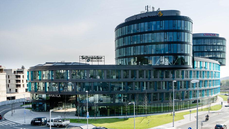 Oracle se přestěhoval do moderního komplexu, který vyrostl v areálu bývalé Waltrovky