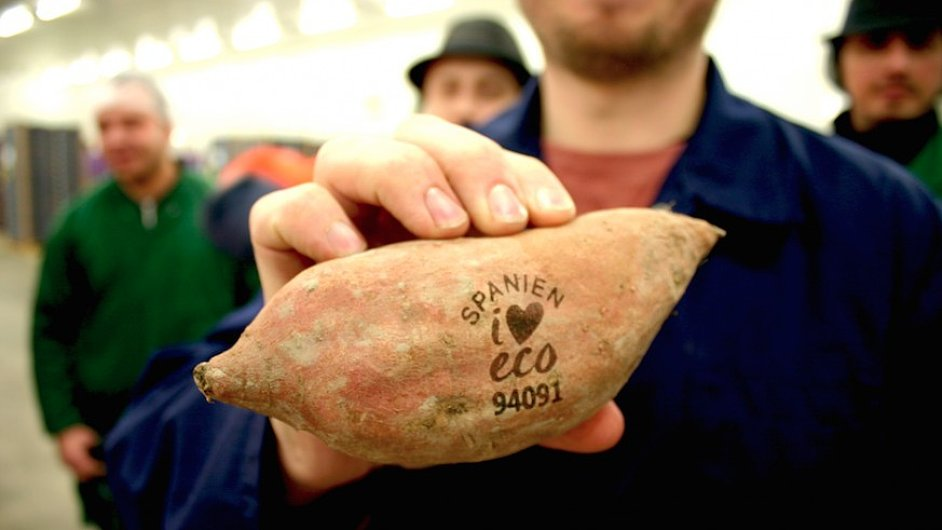 Ve Švédsku zkoušejí laserové značení ovoce a zeleniny.
