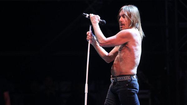 Iggy Pop je vyhlášený koncerty, při nichž zpívá odhalený do půl těla. Tak ho zažili i návštěvníci loňského festivalu Metronome v Praze.