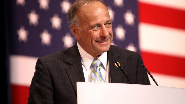 Kongresman Steve King z Iowy nebude budoucím velvyslancem USA v Praze.