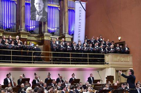 Snímek z nedělního rozloučení České filharmonie s Jiřím Bělohlávkem.