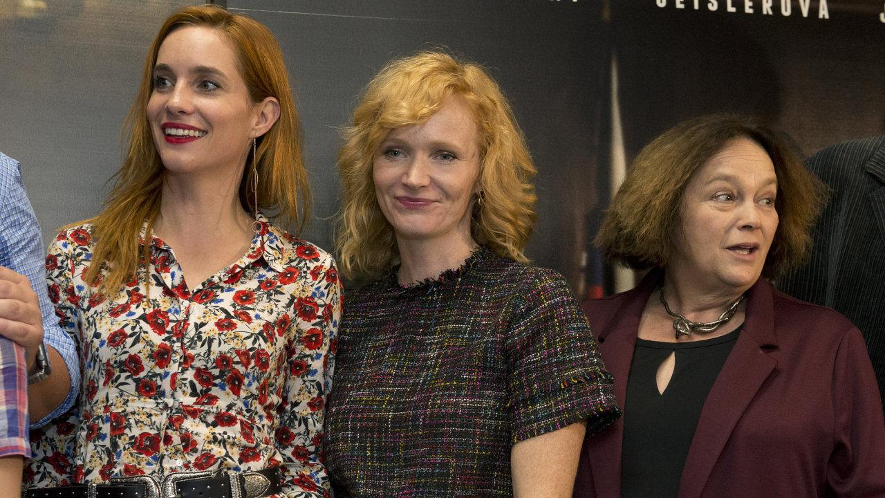 Na snímku z pražského představení filmu Milada jsou zleva herečky Hana Vagnerová, Aňa Geislerová a Jitka Smutná.