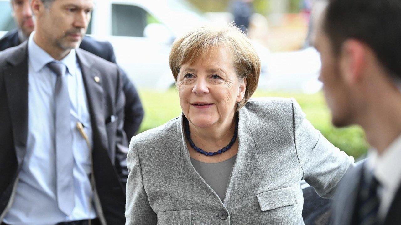Kancléřka Angela Merkelová přichází nadalší kolo koaličních jednání.