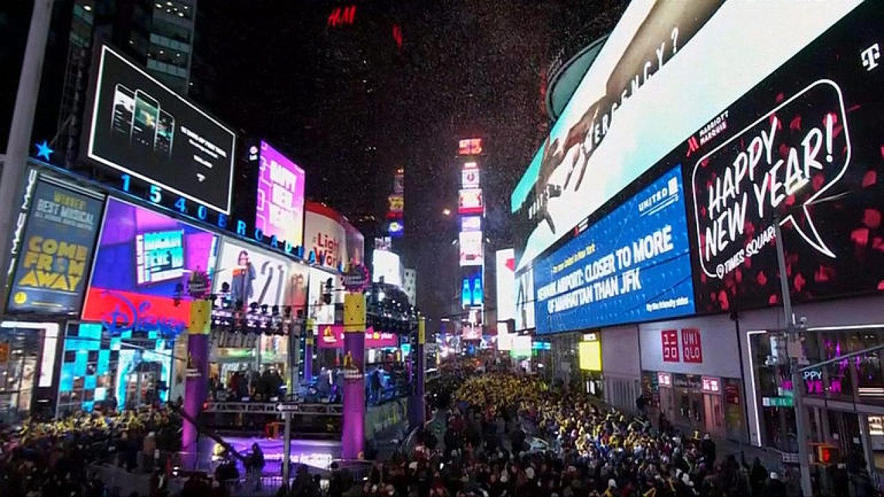 New York hlásí jeden z nejstudenějších silvestrů. Sledujte oslavy na Times Square