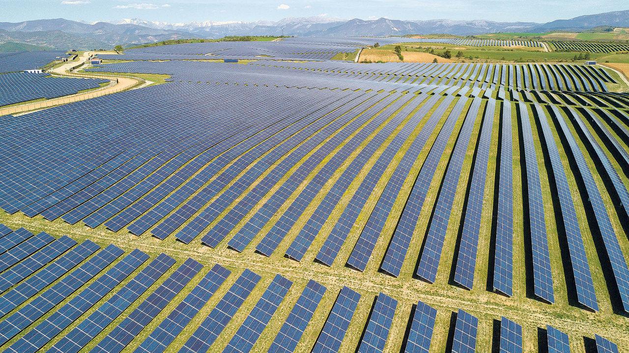Solární panely vytvářejí 300krát více toxického odpadu na jednotku vyrobené elektřiny než jaderné elektrárny, tvrdí nejnovější zpráva americké agentury Environmental Progress (EPP).