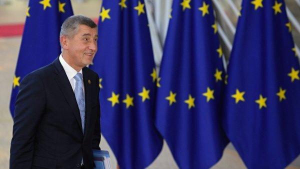 Český premiér Andrej Babiš přichází v Bruselu na summit lídrů Evropské unie.