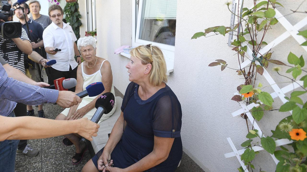 Obyvatelka bytové jednotky Milena Drdácká (vpravo).