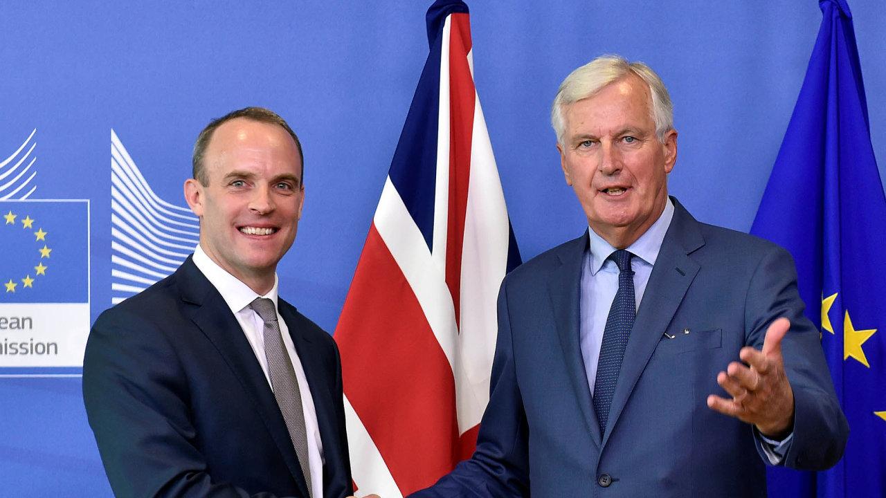 Hlavní vyjednávači o brexitu - Dominic Raab za Velkou Británii a Michel Barnier za EU.