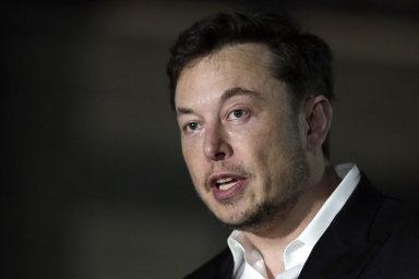 Židle se třásla i pod Elonem Muskem.