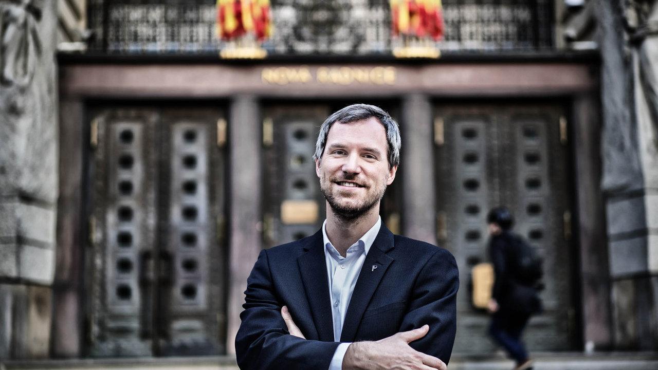 Projekt hlavního města, který zajistí multimediální vybavenost tříd, vyjde na144 milionů korun. Byl zahájen v roce 2016, dokončuje ho současný magistrát pod vedením Zdeňka Hřiba za piráty.