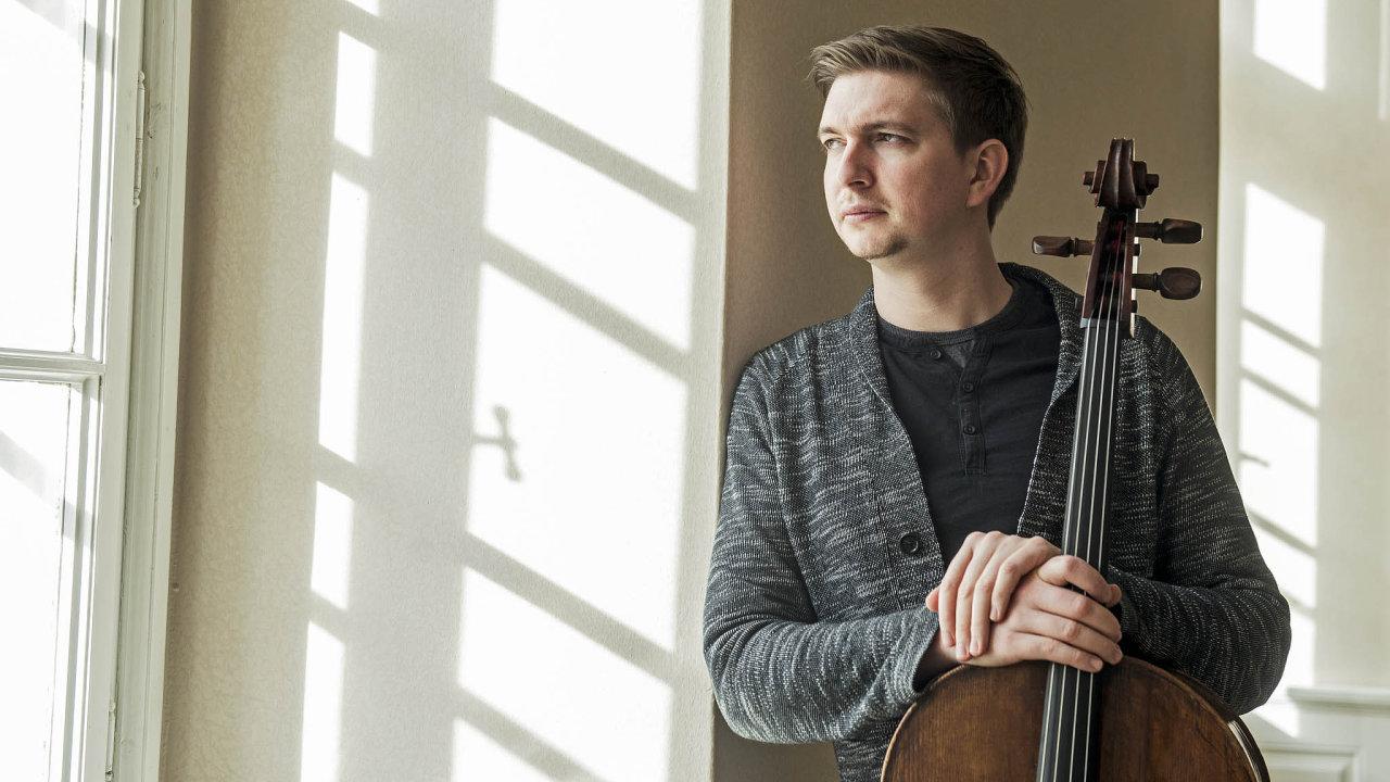 Tomáš Jamník na značce Supraphon debutoval roku 2007 nahrávkou děl Janáčka, Martinů aKabeláče pořízenou sklavíristou Ivo Kahánkem.