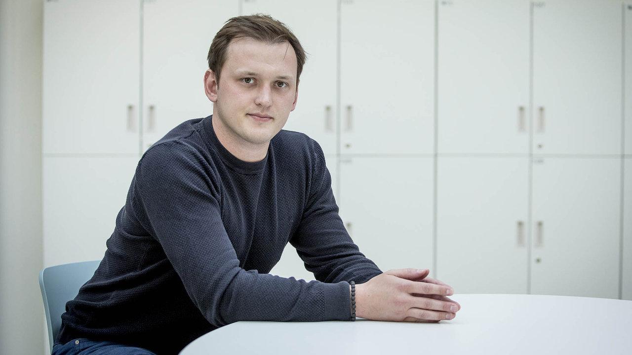 """""""Neúnavný hledač příležitostí"""" má nasvé vizitce 27letý šéf Aukra Lumír Kunz. Vbyznyse není žádným nováčkem. Vminulosti už investoval třeba dopřepravní služby Liftago nebo brokerské firmy Axiory."""