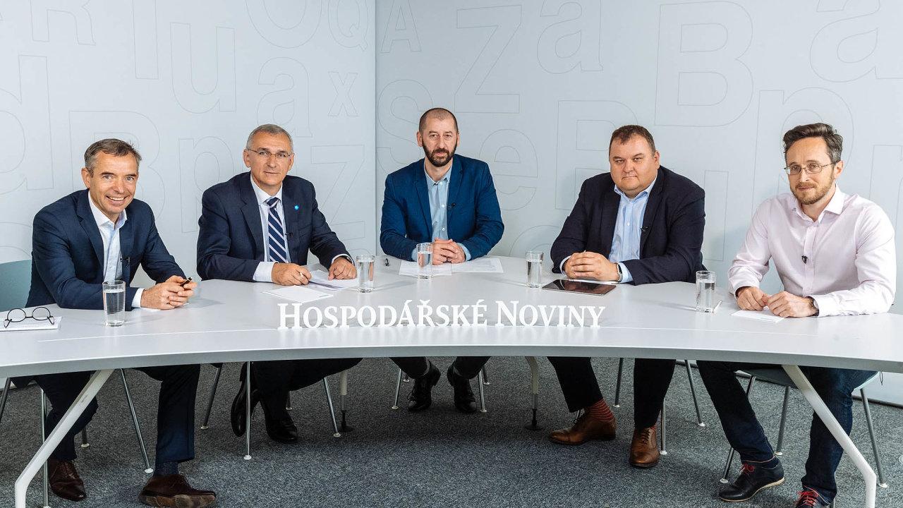 Digitálně aslidmi. Zleva: Jan Sadil, Petr Kucha, šéfredaktor HN Martin Jašminský, Martin Vránek aPetr Šídlo.