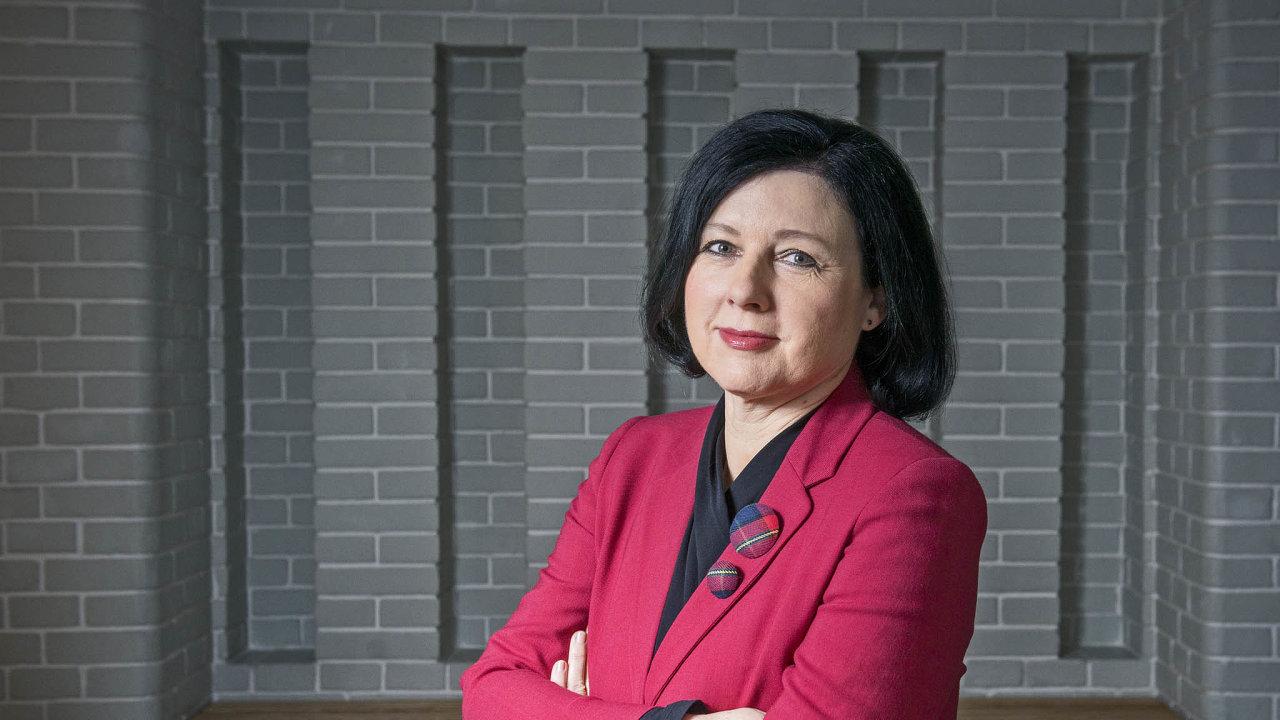 Komisařka pro spravedlnost, ochranu spotřebitele arovné příležitosti Věra Jourová míní, že najednotném evropském trhu nesmí existovat dvojí standardy.