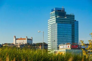 Budova Aupark Tower v Bratislavě, která patří do portfolia firmy Wood & Company.