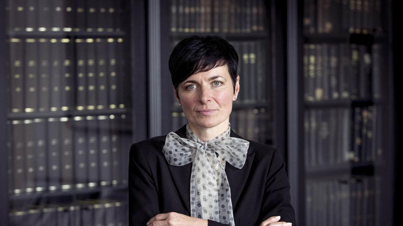 Už brzy. Pražská vrchní státní zástupkyně Lenka Bradáčová si myslí, že do konce léta budeme vědět, zda padnou obvinění v kauze Čapí hnízdo.