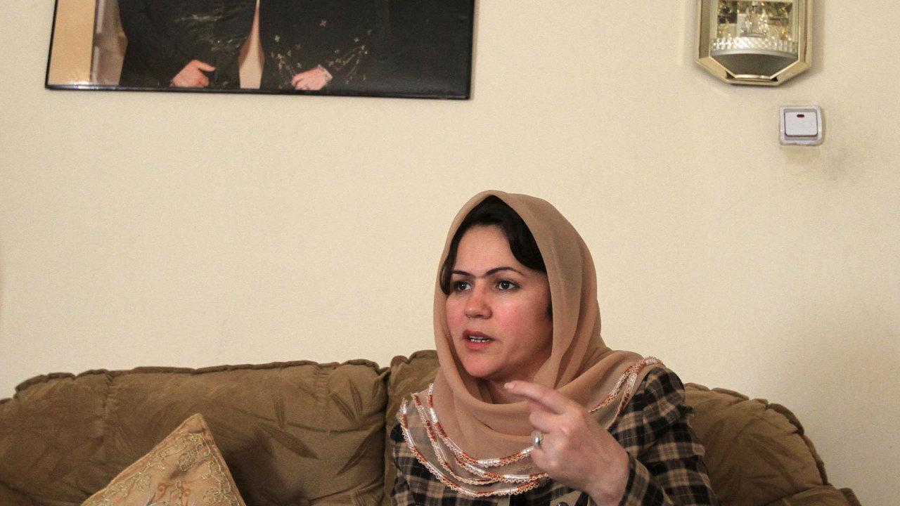 Zapráva afghánských žen. DoJi.hlavy přijede také afghánská politička aspisovatelka Fawzia Koofiová, která už odroku 2001 bojuje zapráva žen adětí, zademokracii izaumírněnou podobu islámu.