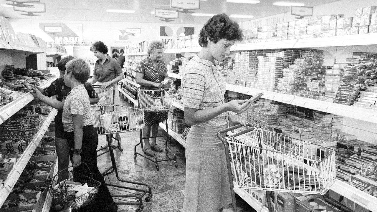 komunismus, socialismus, totalita, potraviny, nákupy, samoobsluha, sametová revoluce, 1989, převrat