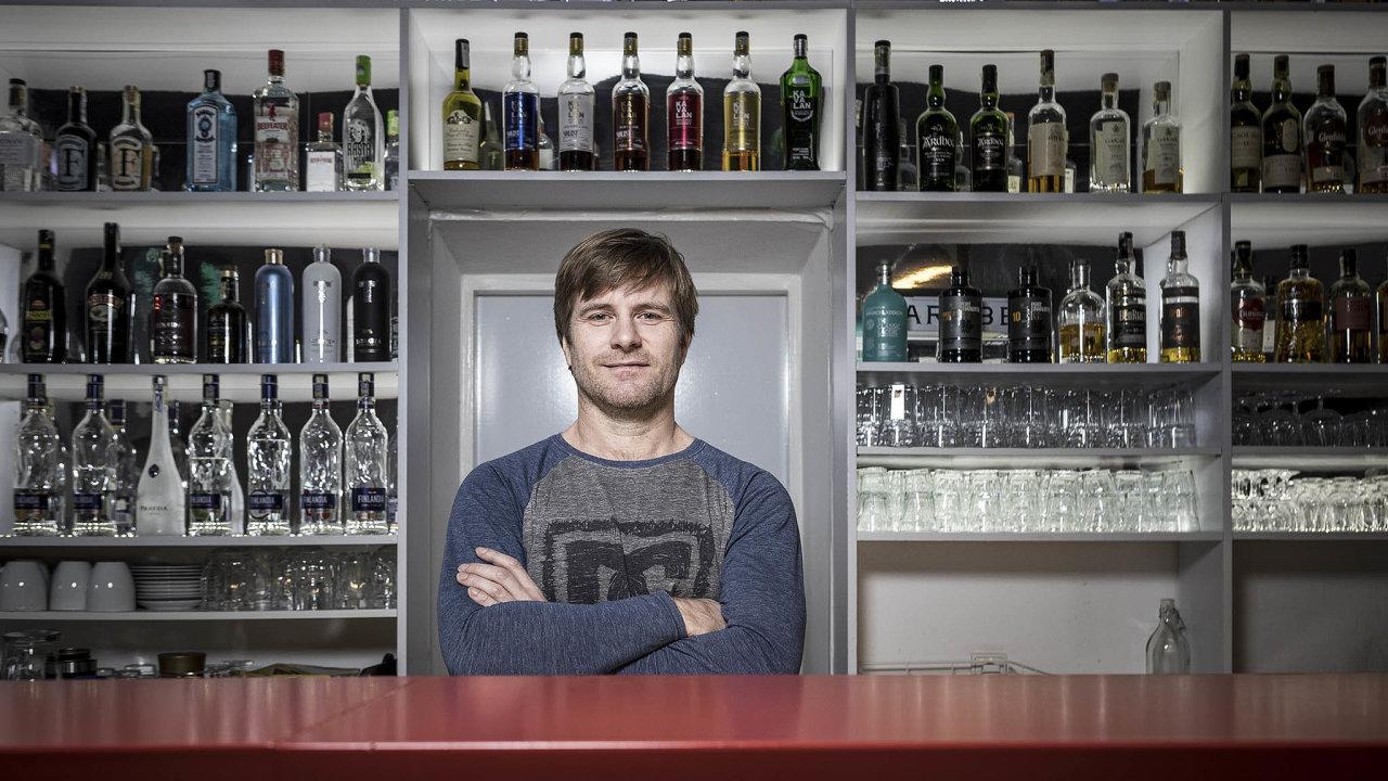 Ostravský bar 2to2 Filipa Macha je vpodstatě sociologický experiment, který se ujal.