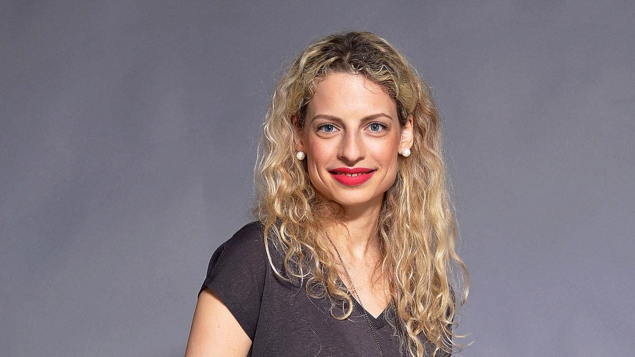 RNDr.Michaela Bebová vystudovala obor biochemie naPřírodovědecké fakultě Univerzity Karlovy vPraze, je odbornicí navýživu asuplementaci, tedy výživové doplňky.