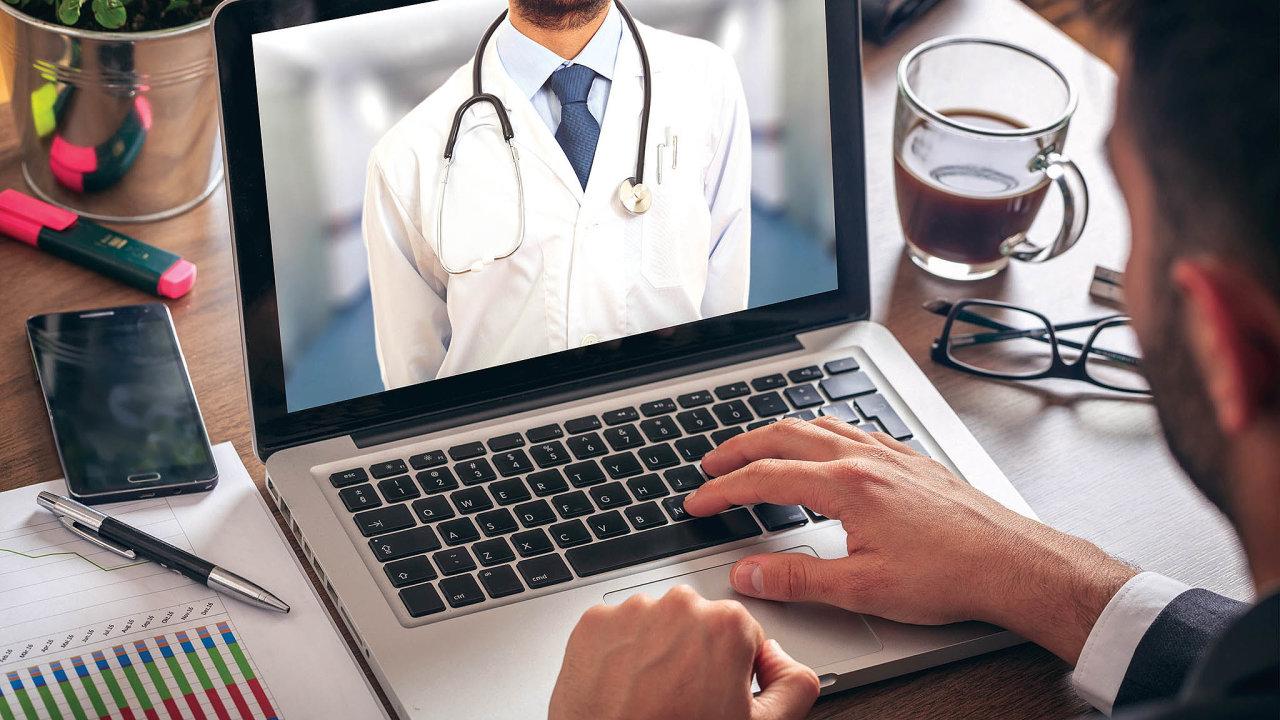 Vyšetření vevirtuální klinice je stejné, jako když jde člověk doskutečné ordinace. Dostane plnohodnotnou péči, včetně založení regulérní zdravotní karty, vystavení e-receptu nebo neschopenky.