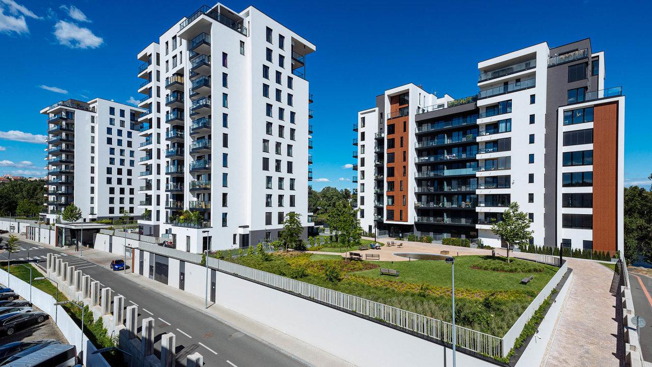 Pokles cen nájmů nebude mít podle odborníků nahodnotu bytů vliv. Vedle těch nových stále podražují ity starší.