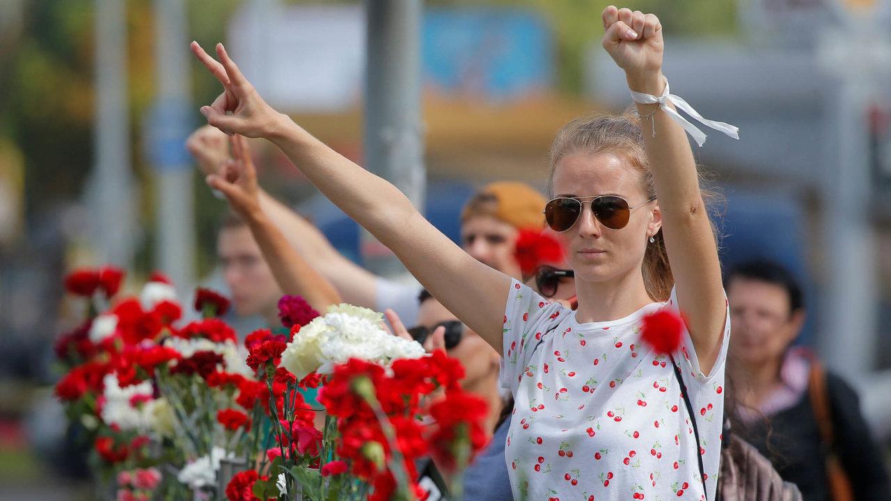 Neklid vBělorusku. Lidé včera demonstrovali proti režimu Alexandra Lukašenka vMinsku iumísta, kde vpondělí zemřel jeden zdemonstrantů.