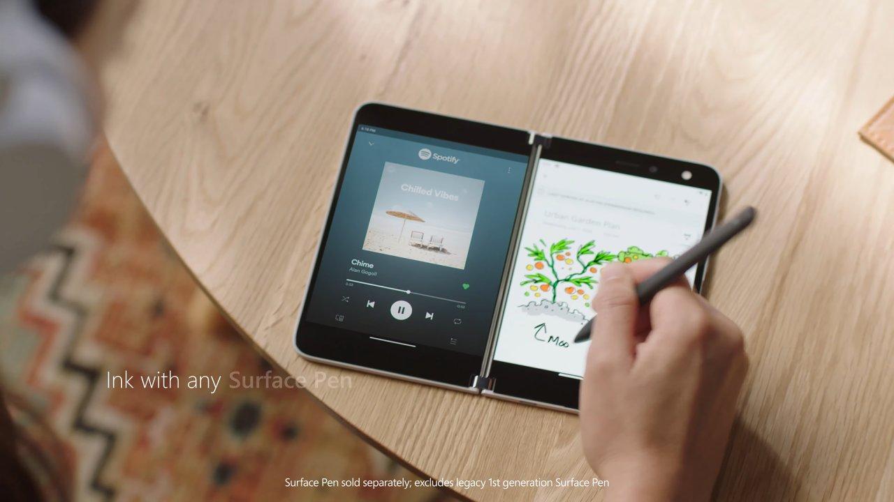 Surface Duo je chytré mobilní zařízení s Androidem, ale nemá se mu říkat telefon