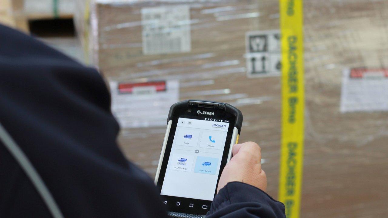 Dachser v celé Evropě zavádí nové mobilní terminály Zebra TC 77, které řidičům usnadňují práci i za zvýšených hygienických opatření.