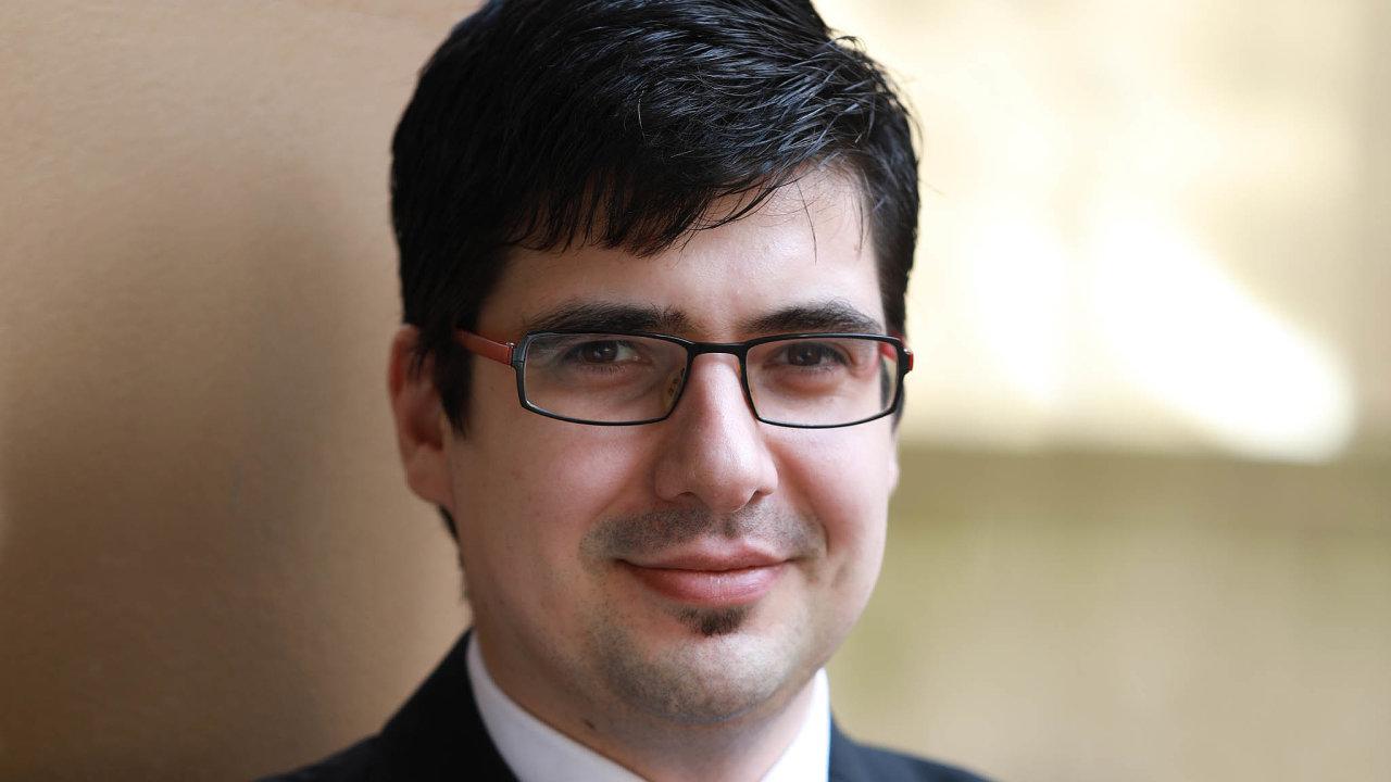 Investiční stratég Michal Stupavský používá pravidlo, podle kterého by se investoři měli především snažit zabránit trvalé ztrátě svých úspor.