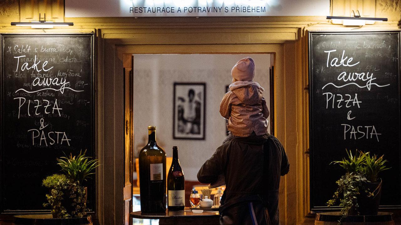 K dílčím zostřením třeba v podobě zkrácení otevírací doby restaurací už došlo.