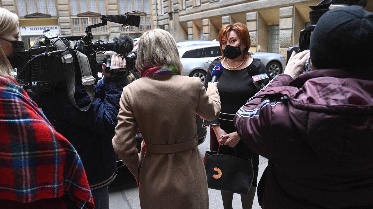Ministryně financí Alena Schillerová (zaANO) povčerejším setkání sprezidentem Milošem Zemanem potvrdila, že schválení rozpočtu je nejisté