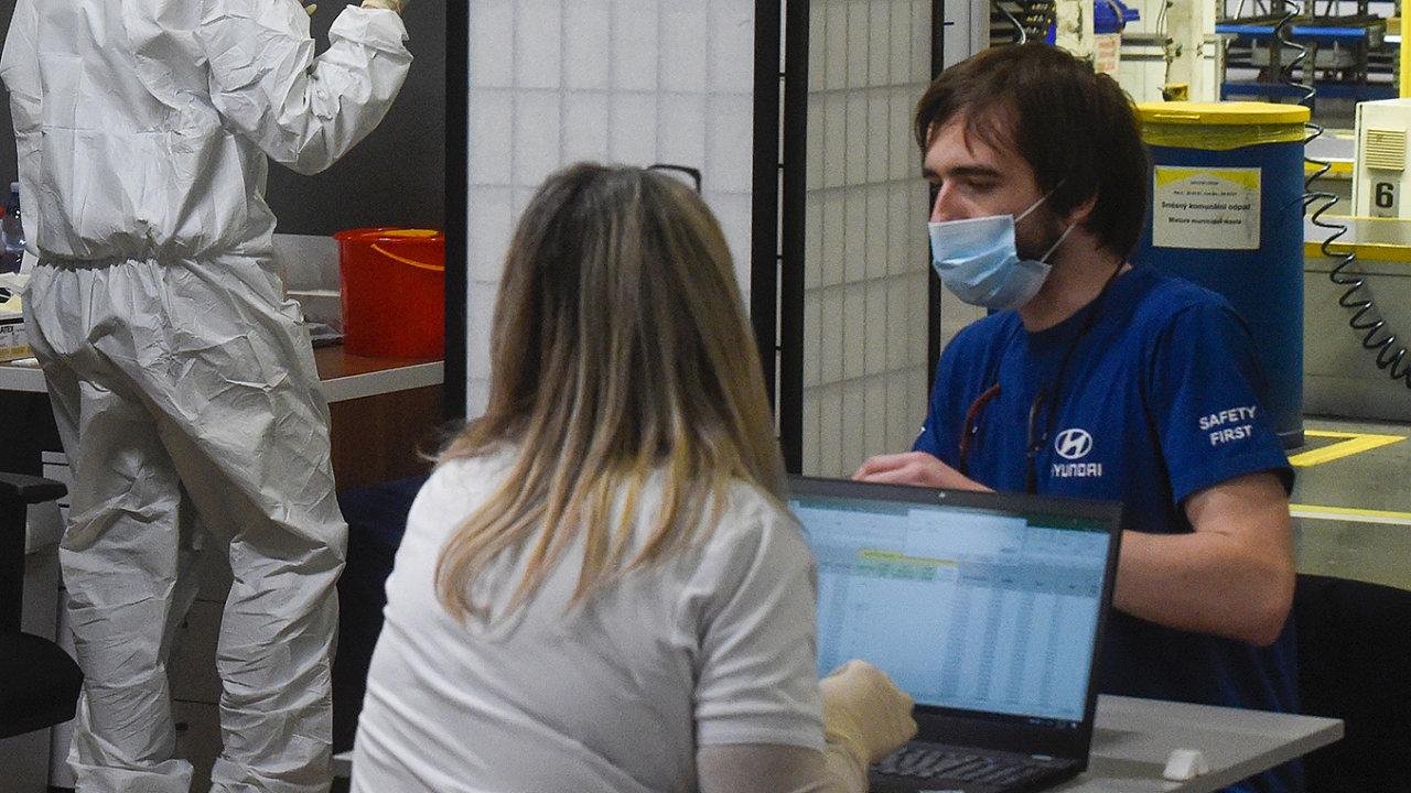 Plošné testování zaměstnanců na koronavirus běží od začátku března ve velkých firmách, tak jako v automobilce Hyundai v Nošovicích.