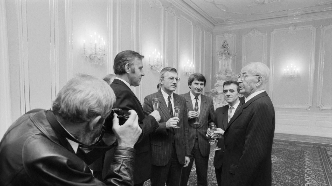Václav Klaus a Gustáv Husák, vláda národního porozumění