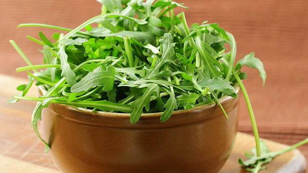 Rukola se do salátů používá s dalšími saláty.