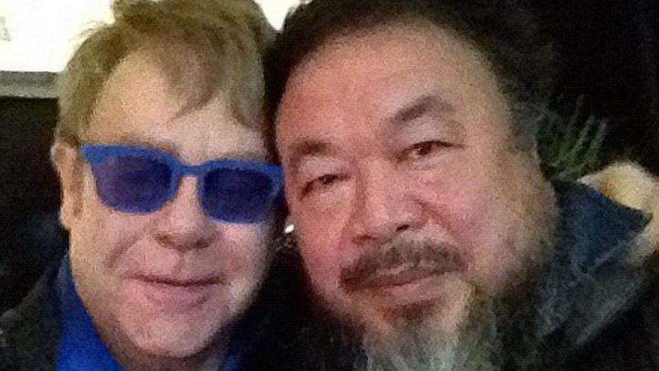 Ajovo setkání s Eltonem Johnem má v koncertním byznysu dohru.