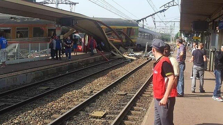 Železniční neštěstí v Brétigny-sur-Orge si vyžádalo nejméně osm mrtvých.