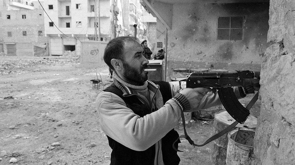 Bojovník Svobodné syrské armády v Aleppu