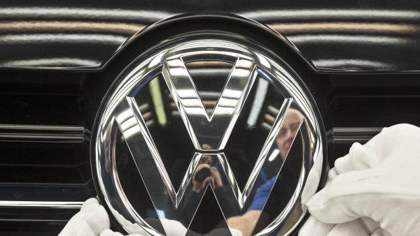 Kvůli skandálu automobilky VW cena platiny, jež se používá v katalyzátorech, propadla o 3,6 procenta.