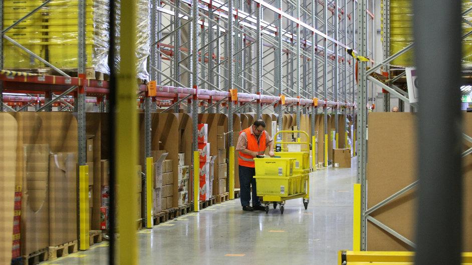 Logistické centrum Amazonu (na snímku v německém Grabenu)