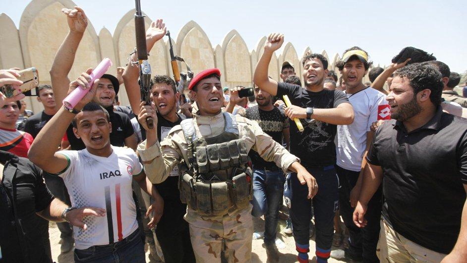 Dobrovolníci se připojili k irácké armádě.