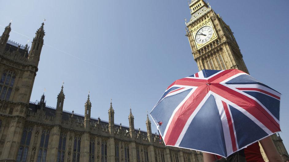 Velké Británii hrozí, že upadne do deflace