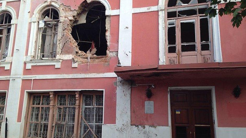 Muzeum historie a kultury v Luhansku zasáhla v červenci střela.