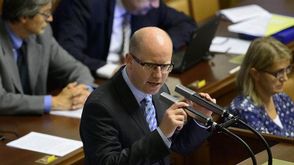 Podle premi�ra Sobotky zvl�dne uprchlickou krizi jenom evropsk� spolupr�ce.
