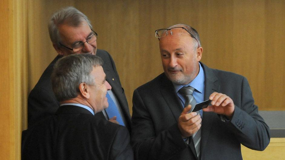 Zasedání českobudějovického zastupitelstva 21. září v Českých Budějovicích. Na snímku vpravo Jiří Svoboda (ANO), vlevo vzadu Jaromír Talíř (KDU-ČSL) a vpředu zády Ivan Nadberežný (KSČM).