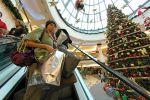 Vánoční nákupní horečka se nezadržitelně blíží.